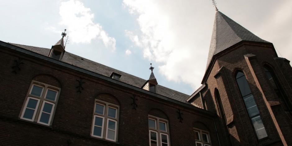 Dolen tussen Kloosters en Kerken